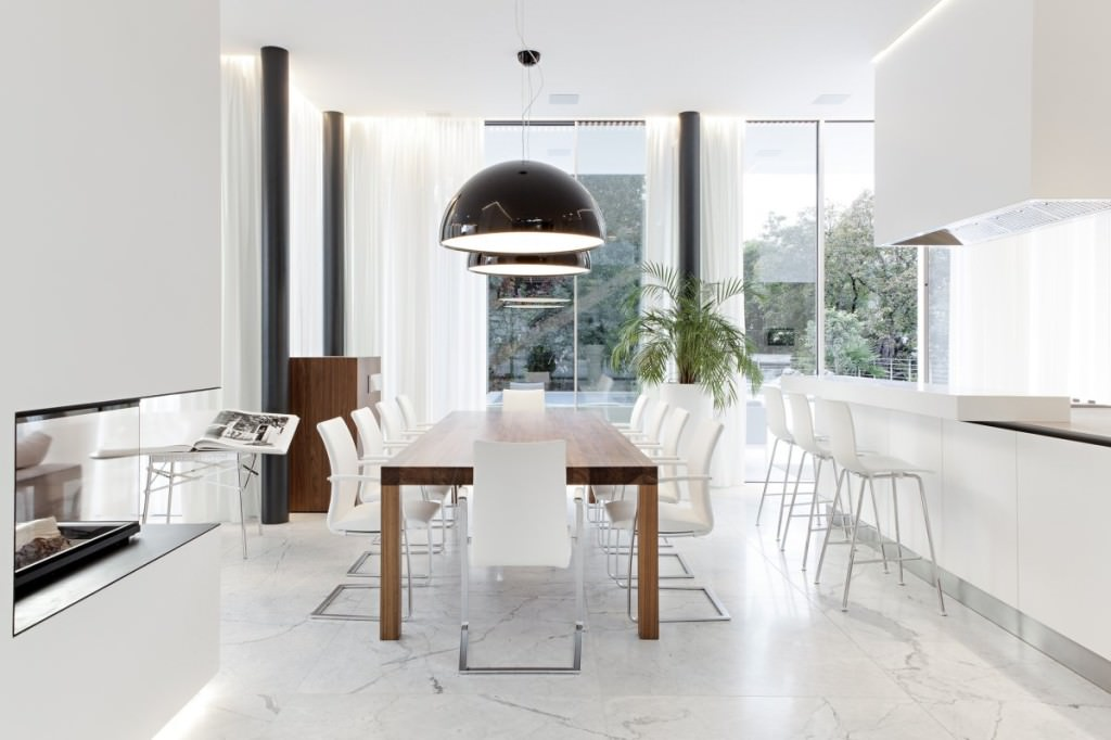 Dining-Space-Ideas-at-Modern-White-House-Design-By-Monovolume-Architecture-+-Design